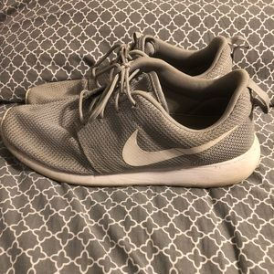 Gently Used Nike Tennis Shoes